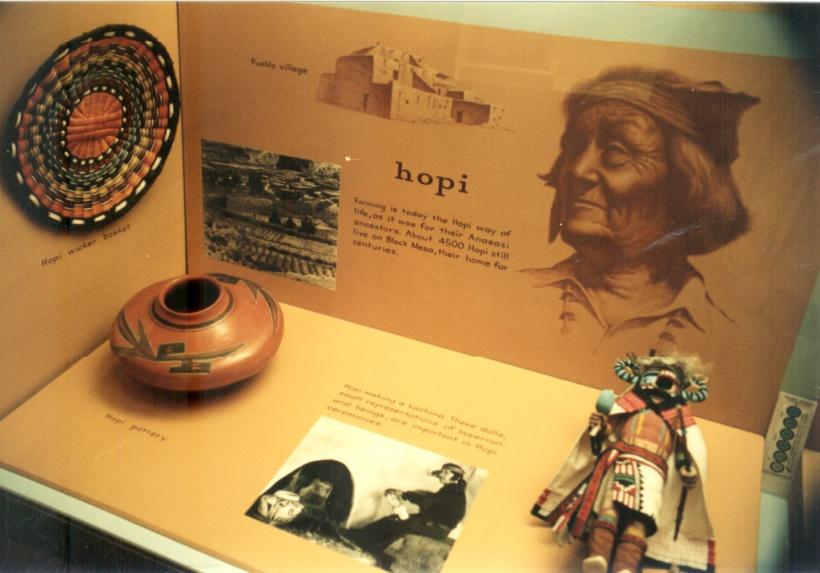 Hopi-intiaanien kori-, savi- ja käsitöitä Mesa Verden museossa.
