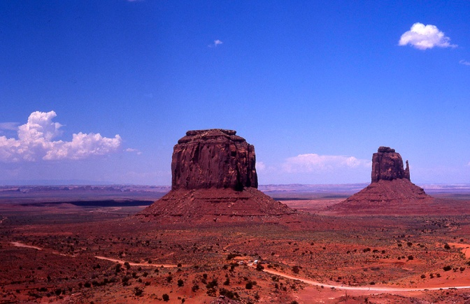 Nahka karrella Monument Valleyssa