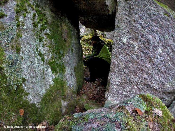 Hieno ja salaperäinen sisäänkäynti tähän luolanetsintäreissuun.