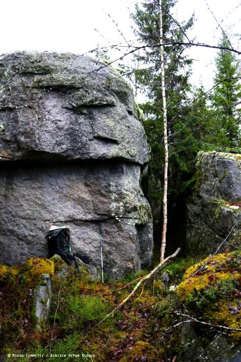 Ensimmäiseksi kohdille sattui pieni kalliosola.