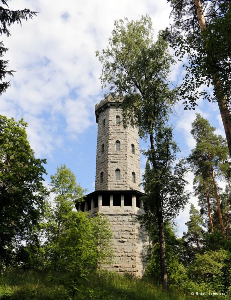 33-metrisen graniittisen Aulankovuoren näköalatornin suunnitteli arkkitehti Waldemar Aspelin. Torni valmistui vuonna 1907.