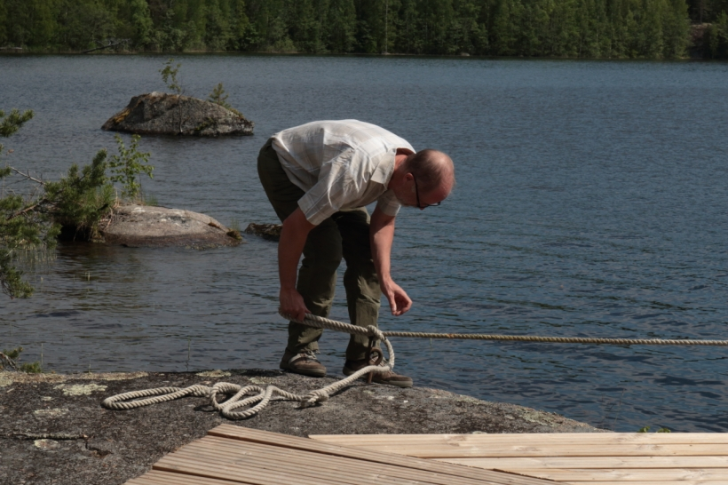 Majaniemen rantaan vastikään rakennettuun laituriin on hyvä ja helppo kiinnittäytyä.