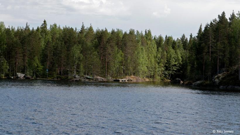 Lapinsalon suojainen rantautumispaikka houkuttelee vesilläliikkujia.
