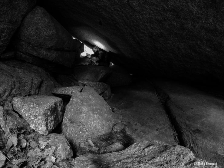 Pyhävuoren Pirunkammarin kiveen hakatut merkinnät ovat luultavasti myös vuosilta 1941–1942.