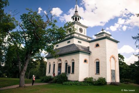 Teijon kirkossa on istumapaikkoja n. 100, kun taas vertailun vuoksi vaikkapa Merikarvian kirkossa niitä on vastaavasti n. 2 500.