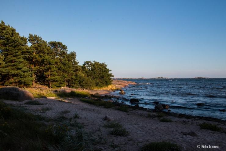 Hieno ranta ja paljon pehmeää hiekkaa, mutta hemmetisti myös levää.