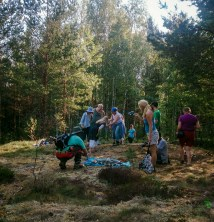 Metsäterapiaharjoituksia. Forest Therapy exercises.