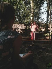 Maaria Alén kertoo saunasta ja perehdyttää vihtomisen saloihin. Maaria Alén is telling about Finnish Sauna, and leading us into the secrets of whisking.