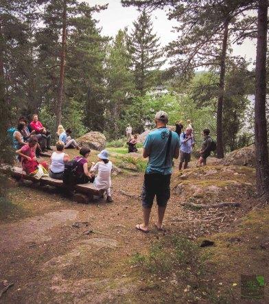Tauolla Liessaaren luontopolun varrella. On a little break by the Liessaari nature trail.